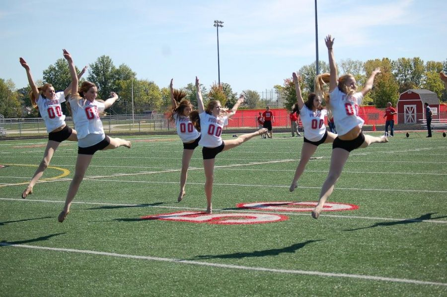 FHS+Fusion+Dance+members+perform+in+fall+pep+rally.+-Photo+taken+by+Jasmine+Johnson