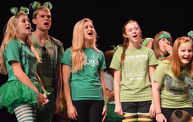 Show Choir hosts competition