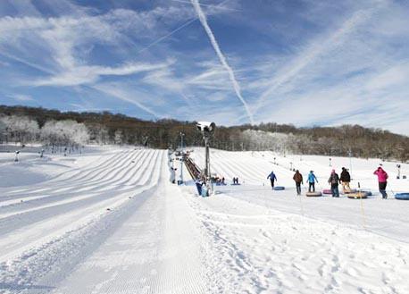 Ski Club sliding to Perfect North