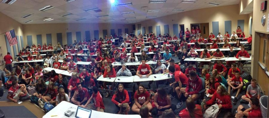 Students gather in the LGI for Leaders 4 Fishers meeting Friday, Aug 21.