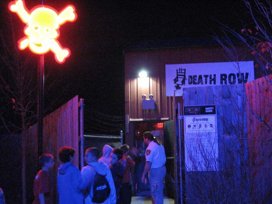 Guests wait in line for the Death Row attraction, that was removed in 2010, at Kings Island Halloween Haunt in 2009.  Photo Courtesy of Jeremy Thompson.  https://creativecommons.org/licenses/by/2.0/