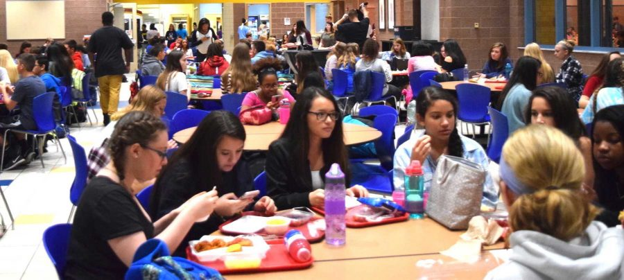 Students gather for C lunch on Nov. 2. Photo by Mo Wood.