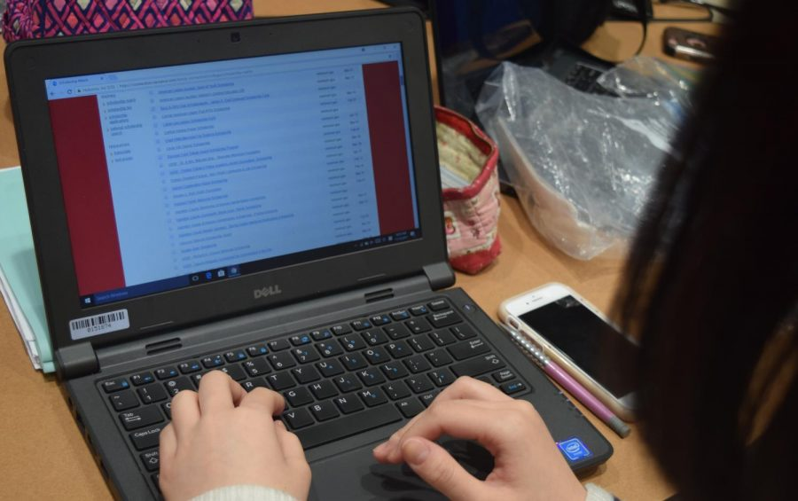 Senior Yunsun Lee scrolls down through Naviance looking for scholarships who do not have a citizenship specification on Nov. 13. Photo by Carolina Puga Mendoza.