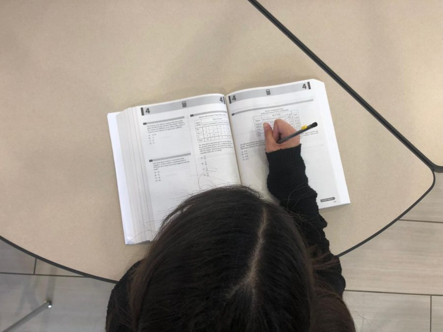 Senior Kyley Thomas uses an ACT/SAT prep book during her flex period on Oct. 2 to study in advance of the Oct. 28 ACT.