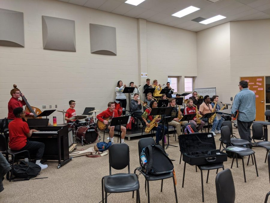Jazz Band teacher Charles Kunz leads band in practice on Jan 23