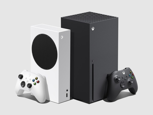 The Xbox Series S (Left) and Series X (Right) will go head-to-head with the also new Playstation 5 this holiday season.